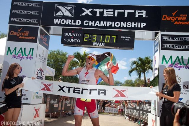 conrad-stoltz-xterra-world-champs-2010-finish