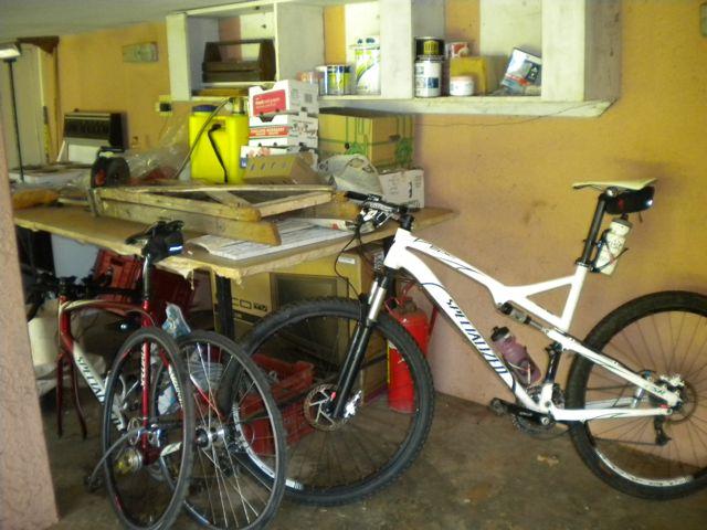 Conrad Stoltz swaping bikes