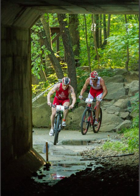 conrad-stoltz-xterra-richmond-2012-by-jesse-peters-riding-the-tunnel-with-craig-evans