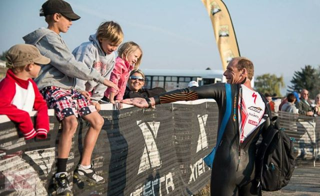conrad-stoltz-caveman-xterra-usa-champs-2012-high-and-low-fiving-josiah-and-adams-kids
