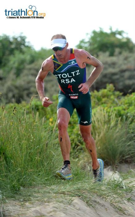 Conrad Stoltz Caveman ITU Cross Triathlon World Championships beach run Hoka one one