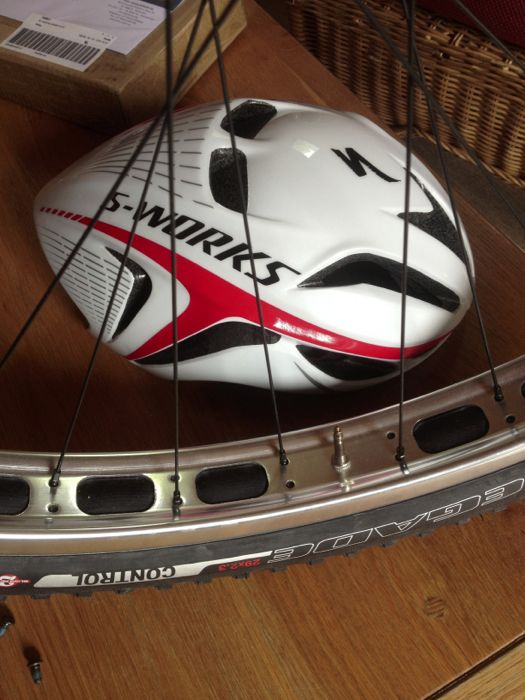 Conrad Stoltz Specialized Sworks 29er Epic Evade helmet beach racing Caveman ITU Cross Triathlon World Championships