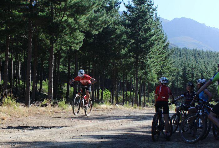 Conrad Stoltz Caveman MTB Skills Clinic Mountain bike skills Specialized Bunny hop