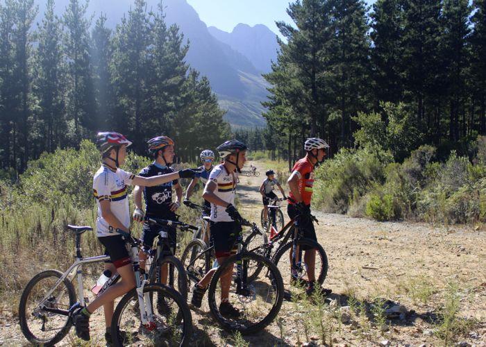 Conrad Stoltz Caveman MTB Skills Clinic Mountain bike skills Specialized  Watching friends learn