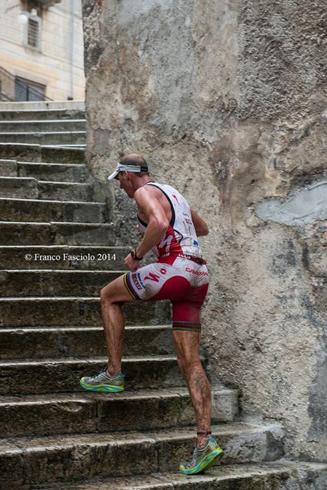 Conrad Stoltz Caveman XTERRA Italy 2014 Hoka One One Huaka run stairs