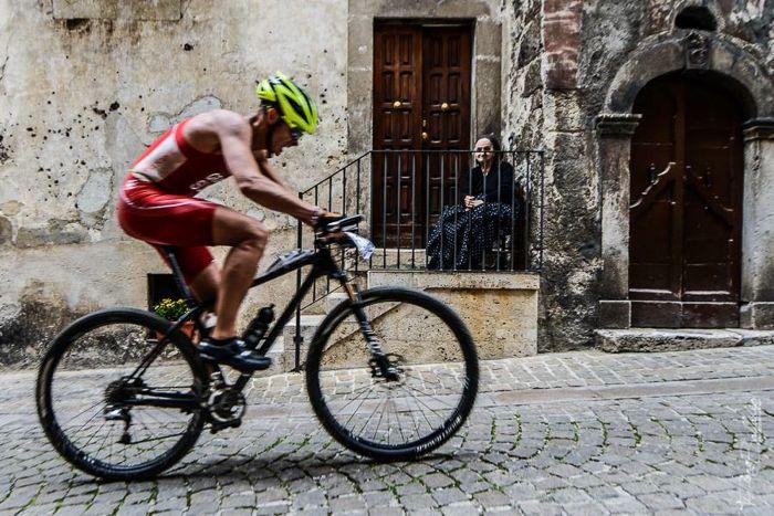 Conrad Stoltz Caveman XTERRA Italy 2014 Scanno town old lasy