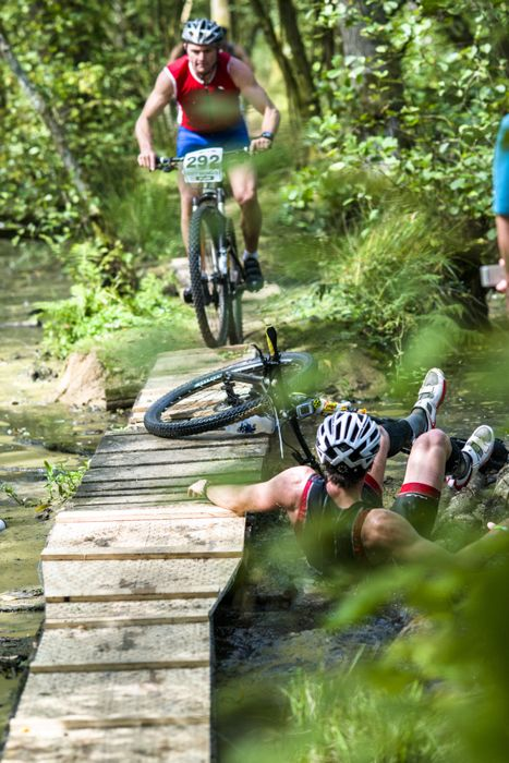 Conrad Stoltz Caveman XTERRA UK 2014 James Walker takes a tumble